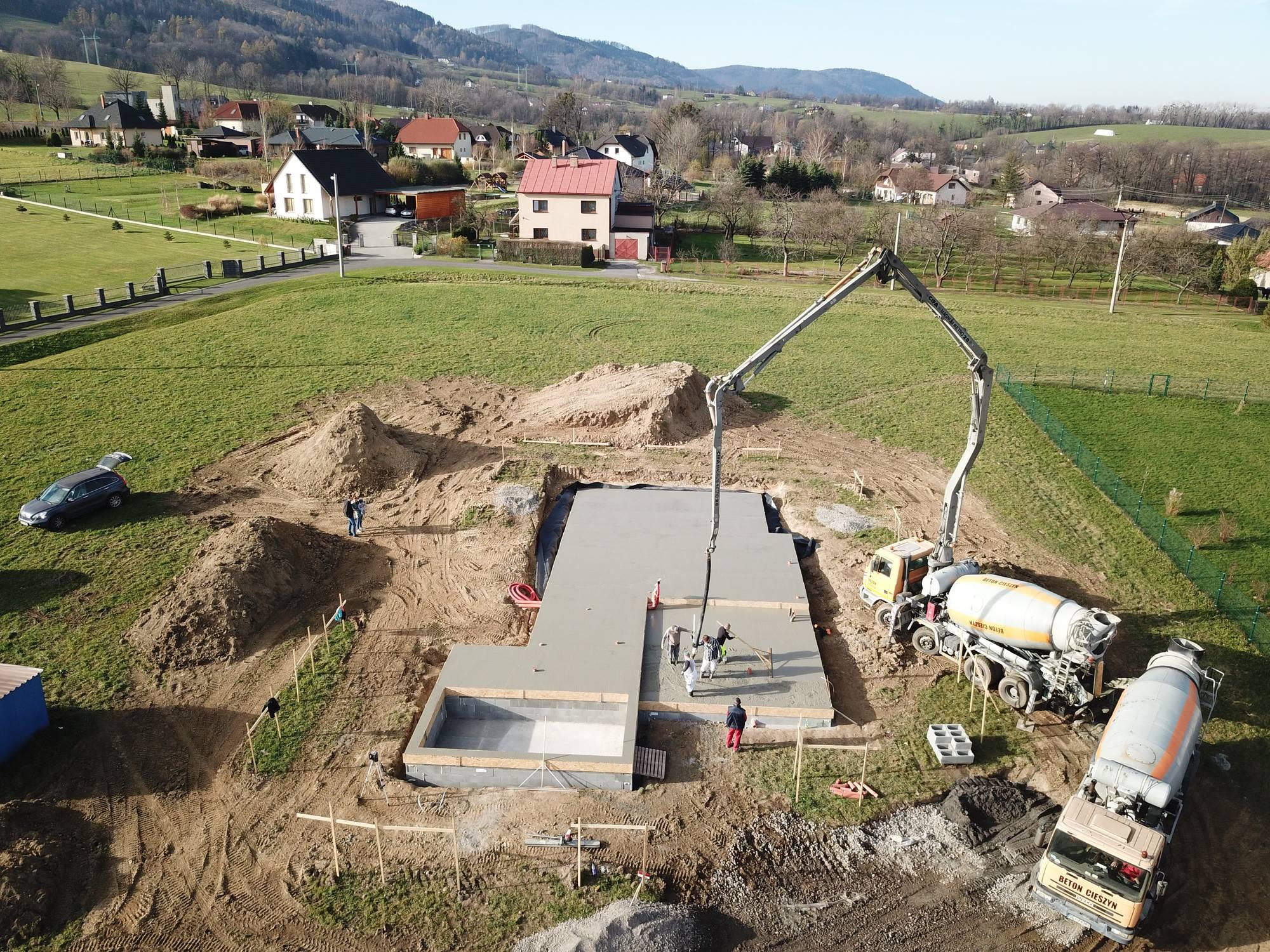 Hausmos realizace betonáž základů